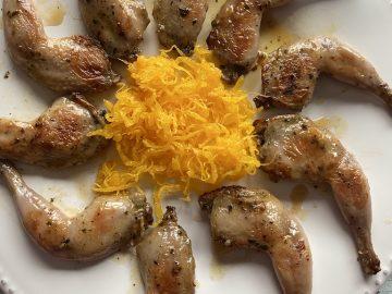 Muslitos de codorniz con huevo hilado.